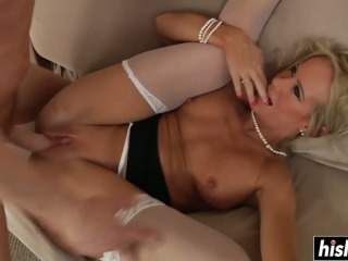 Simone wants to get her butt fucked